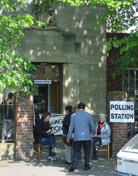 472px-PollingStation_UK_2005